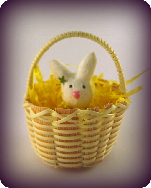 Cute mini basket with mini bunny sculpture